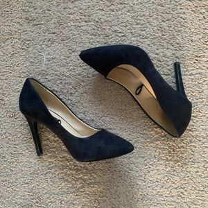 ✨ F21 ✨ black closed pointed heels